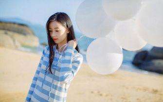 清纯女生白气球唯美图片
