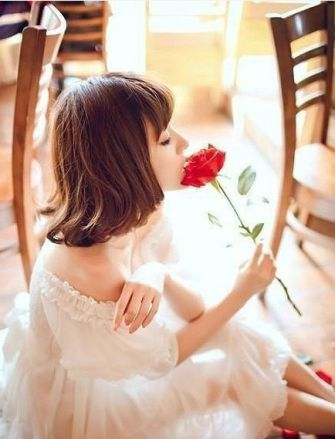 唯美意境小清新女生欣赏图片